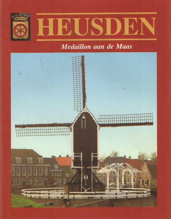 DIJS, DICK - Heusden: medaillon aan de Maas. Portret van een gerestaureerde stad.