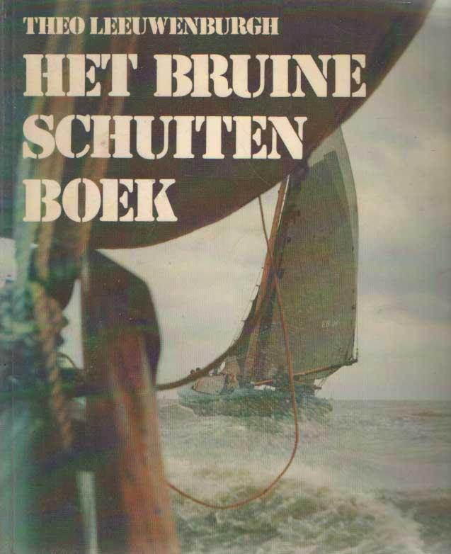 LEEUWENBURGH, THEO - Het bruine schuitenboek. Een nieuwe generatie schippers op oude zeilschepen.
