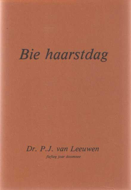 LEEUWEN, DR. P.J. VAN (FIEFTEG JOAR DOOMNEE) - Bie haarstdag.